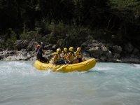 Remando con rafting