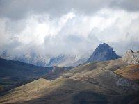 Admira las montanas